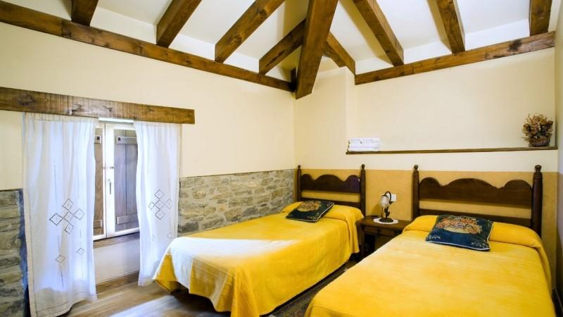 dormitorio-casa-rural-loretxea-navarra-026