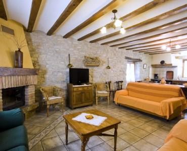 salon-chimenea-casa-rural-loretxea-navarra-020