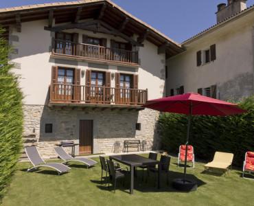 casa-rural-cortea-oteiza-berrioplano-navarra-exterior-02
