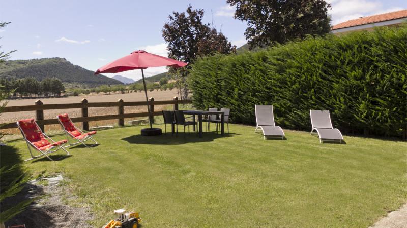 casa-rural-cortea-oteiza-berrioplano-navarra-jardin