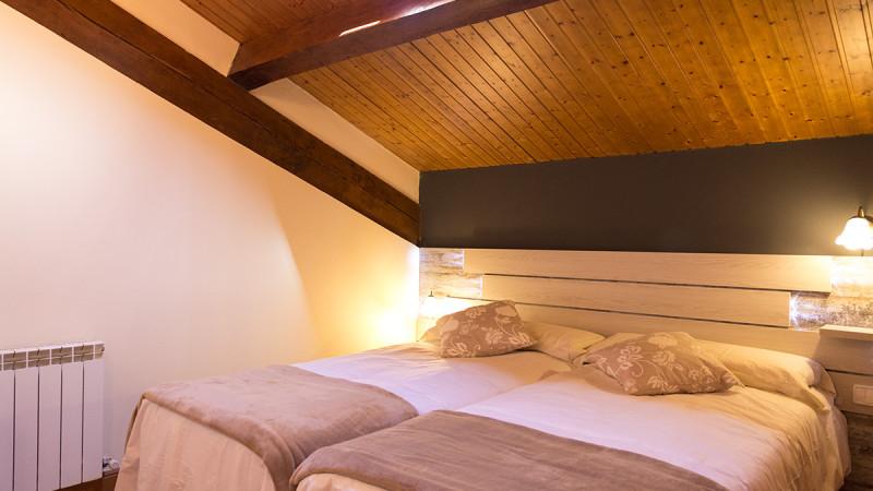 casa-rural-cortea-oteiza-navarra-dormitorio-02