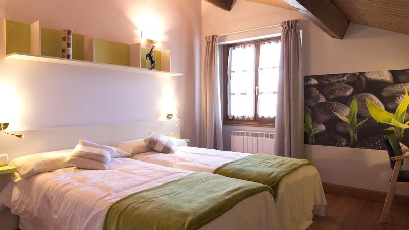 casa-rural-cortea-oteiza-navarra-dormitorio-03