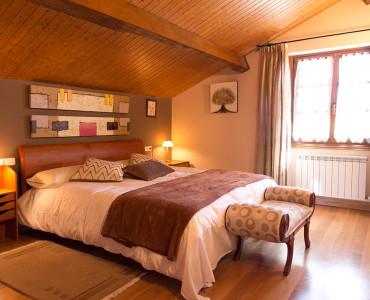 casa-rural-cortea-oteiza-navarra-dormitorio